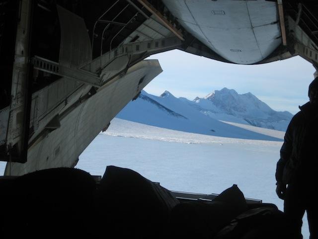 Avion llegando a la Antártida