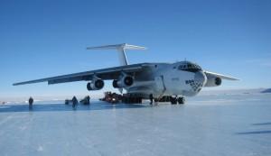 Avión Ilyushin Il-76 en la Antártida