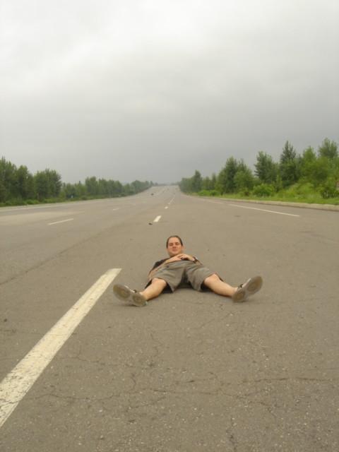 Tumbado en Autopista en Corea del Norte